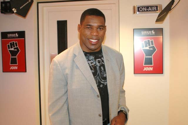 HERSCHEL WALKER'S GONNA KNOCK YOU OUT