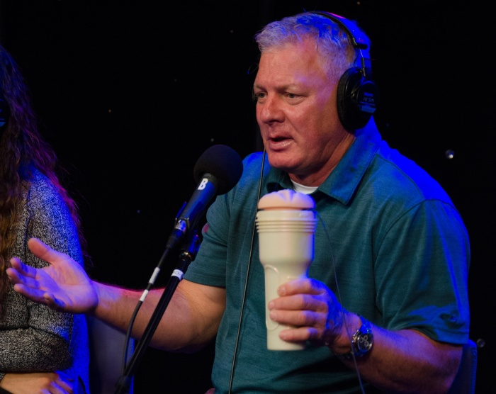 Lenny Dykstra demonstrates his techniques on a Fleshlight