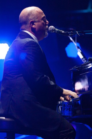 Billy Joel Covers 'A Day in the Life' Live