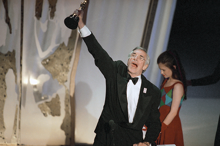 """Martin Landau raises his Oscar for Best Supporting Actor for his performance in """"Ed Wood"""""""