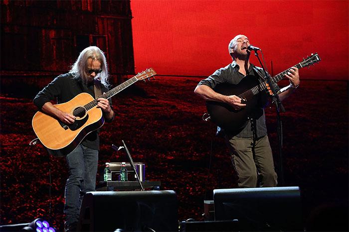 Tim Reynolds and Dave Matthews perform at Farm Aid 2018
