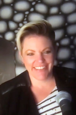 Chicks Singer Natalie Maines Returns to the Show