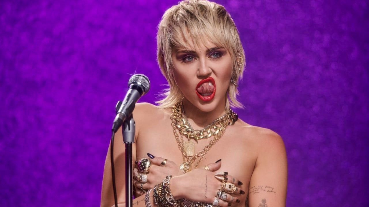 Naked mily cyrus Miley Cyrus
